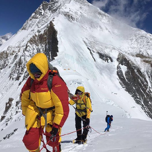 Вторая украинка покорила Эверест фото