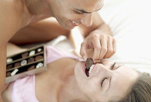 Вкусный секс: ласки с ягодами, шоколадом и сливками - фото №2