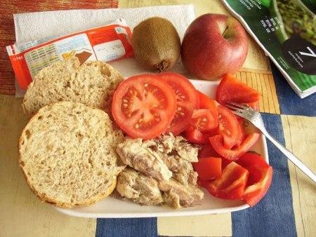 Как выглядит школьный обед в разных странах мира? - фото №15