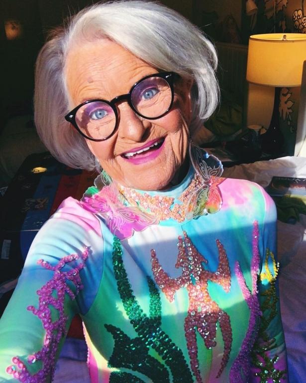 Самая эпатажная бабушка в мире появилась на красной дорожке MTV VMA-2016 в вызывающем наряде - фото №2