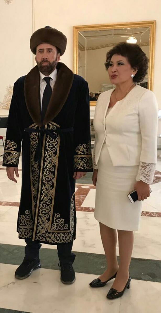 николасс кейдж в казахстане мем