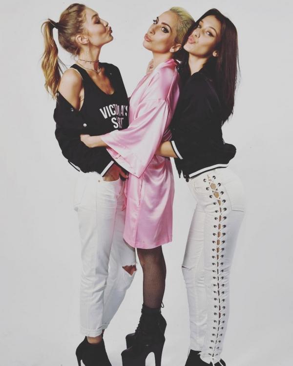 Шоу Victoria's Secret 2016 в Париже: свежие новости, фотографии моделей и видео с места событий (обновляется) - фото №23