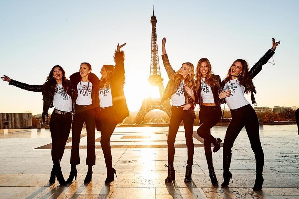 Шоу Victoria's Secret 2016 в Париже: свежие новости, фотографии моделей и видео с места событий (обновляется) - фото №25