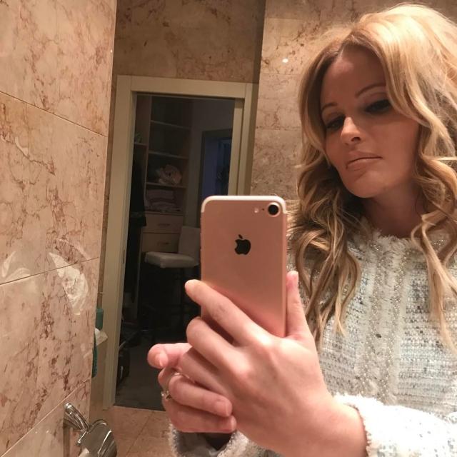 Талант не загубишь: Дана Борисова, лечащаяся от наркозависимости на Самуи, провела свадьбу местных жителей (ФОТО) - фото №1