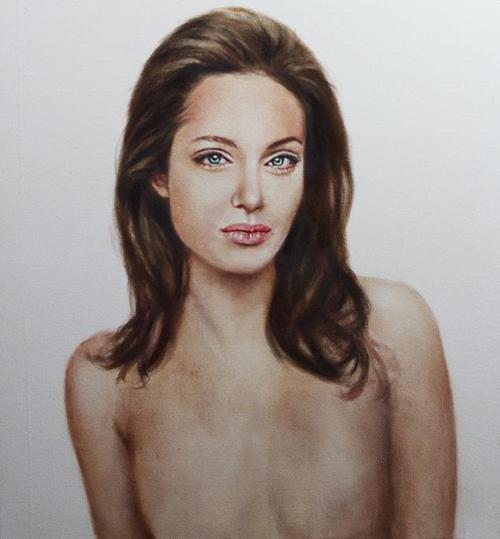 Портрет Джоли топлесс после мастэктомии выставили на аукцион - фото №1