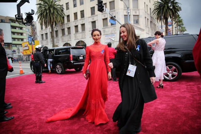 Оскар-2017: первый образ красной дорожки — Рут Негра в красном