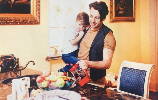 Максим Галкин показал подросшего сына в трогательной фотосессии и рассказал, как его изменило отцовство - фото №2