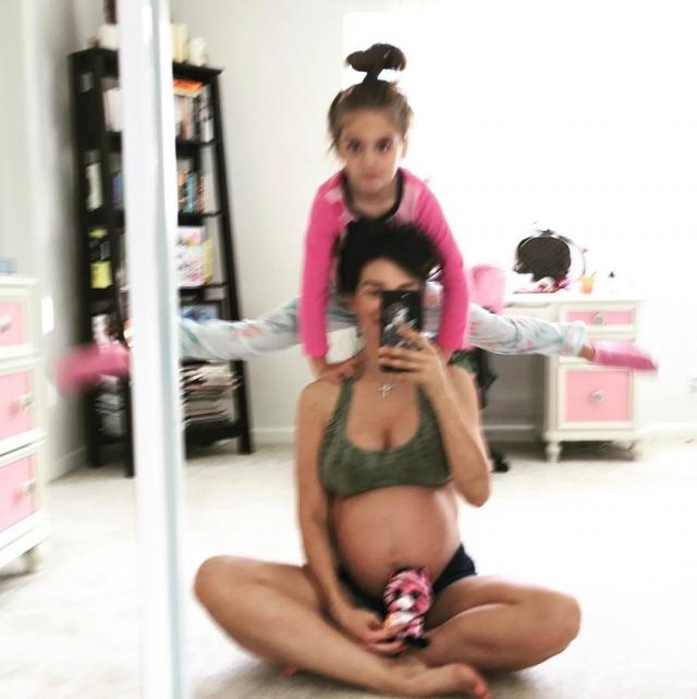 Беременная Анна Седокова заступилась за матерей-одиночек - фото №2