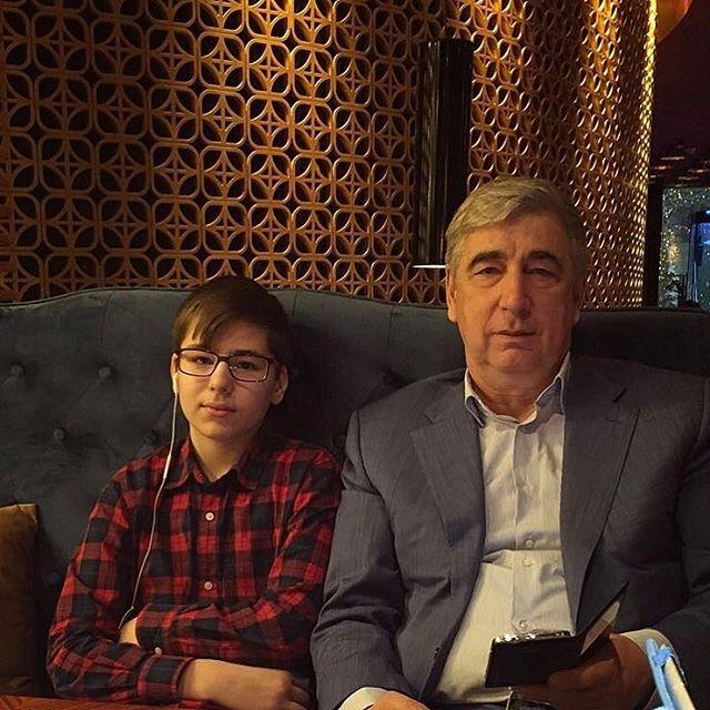Курбан Омаров расхвалил себя, поздравив отца с днем рождения (ФОТО) - фото №1