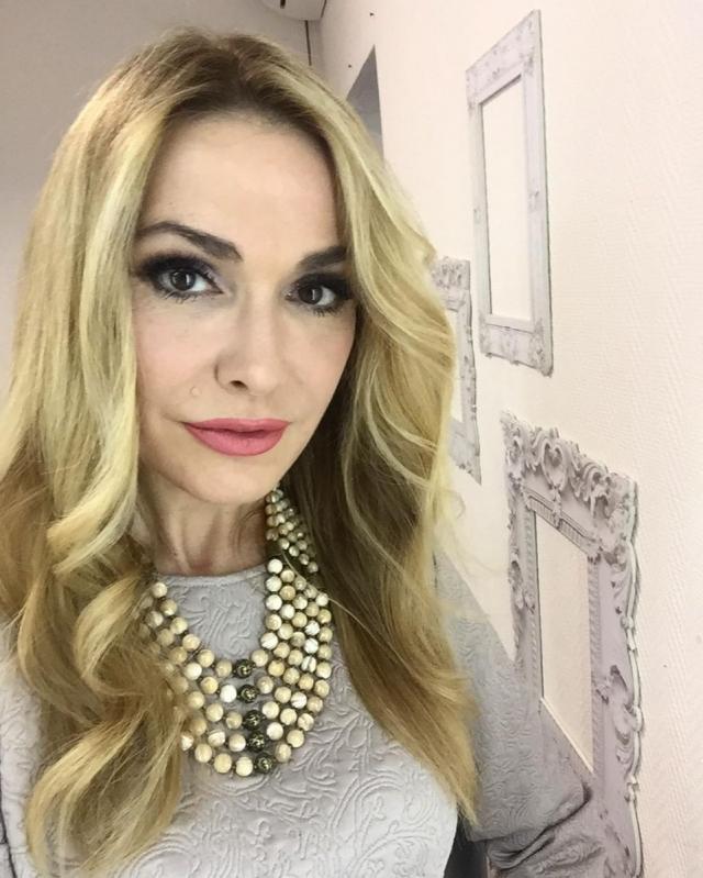 Ольга Сумская восхитила подписчиков семейными пасхальными фото - фото №3