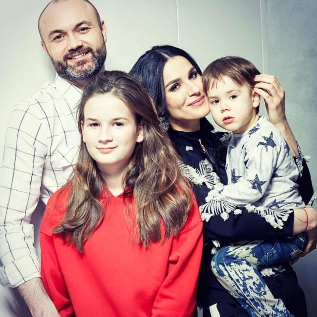 Все в сборе: Маша Ефросинина восхитила поклонников семейным фото - фото №1
