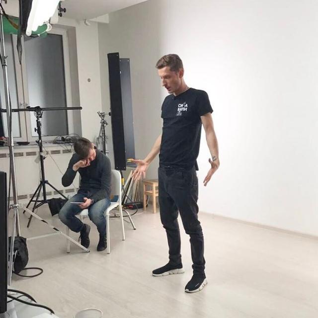 Павел Воля выпал со второго этажа из-за драки на съемках (ВИДЕО) - фото №1