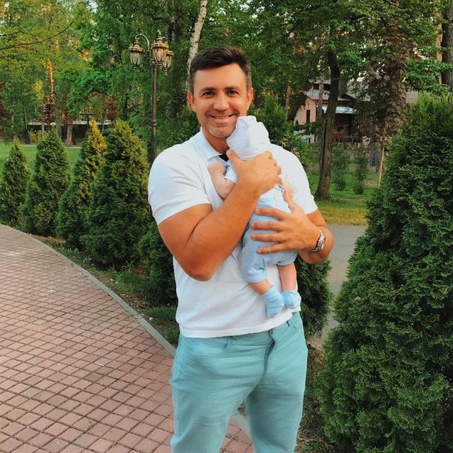 Николай Тищенко растрогал соцсети ФОТО с новорожденным сыном - фото №1