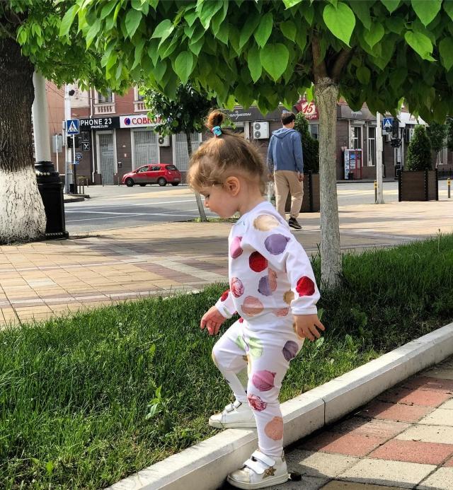 Ксения Бородина впервые показала лицо младшей дочери Теоны (ФОТО) - фото №2