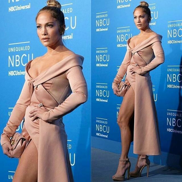 Дженнифер Лопес восхитила Нью-Йорк атласным платьем с сексуальным декольте (ФОТО) - фото №2