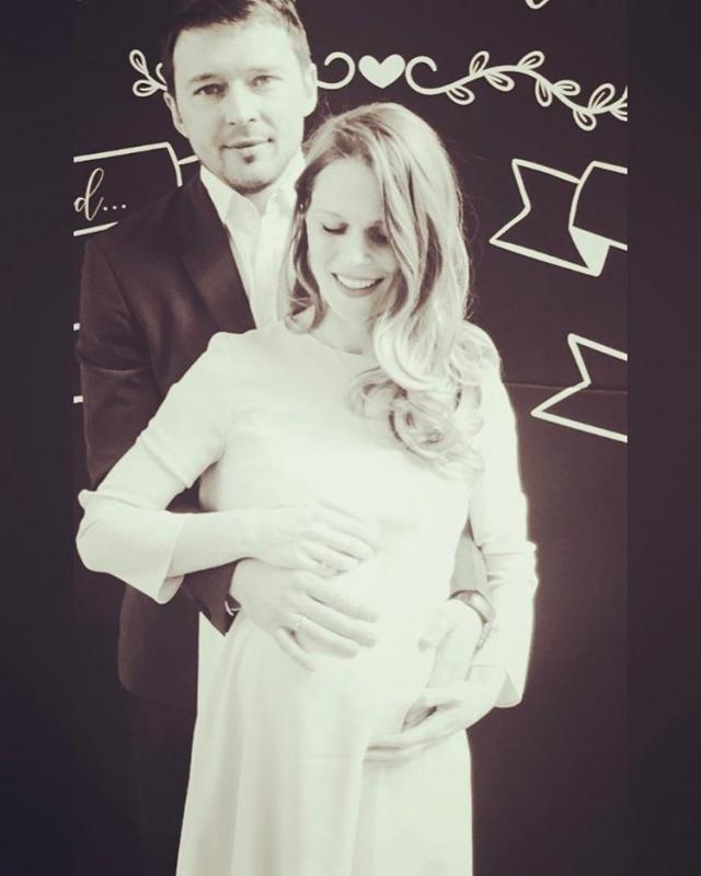 Пока не родила: беременная Ольга Фреймут показала ФОТО с мужем и похвасталась наградой - фото №2