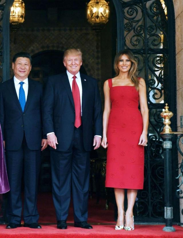 Как выглядели самые дорогие образы Мелании Трамп: разбор гардероба первой леди - фото №4