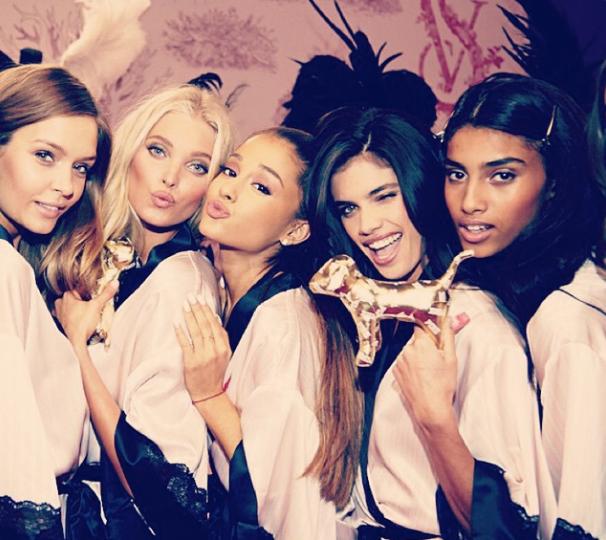Как женщине выглядеть в спальне: Ангелы Victoria's Secret показали класс - фото №1