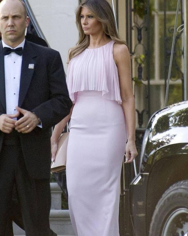 мелания трамп в нежном розовом платье