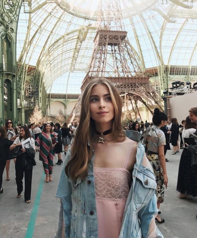 Нежная провокация: 16-летняя внучка Софии Ротару впечатлила смелым нарядом в Париже (ФОТО) - фото №1