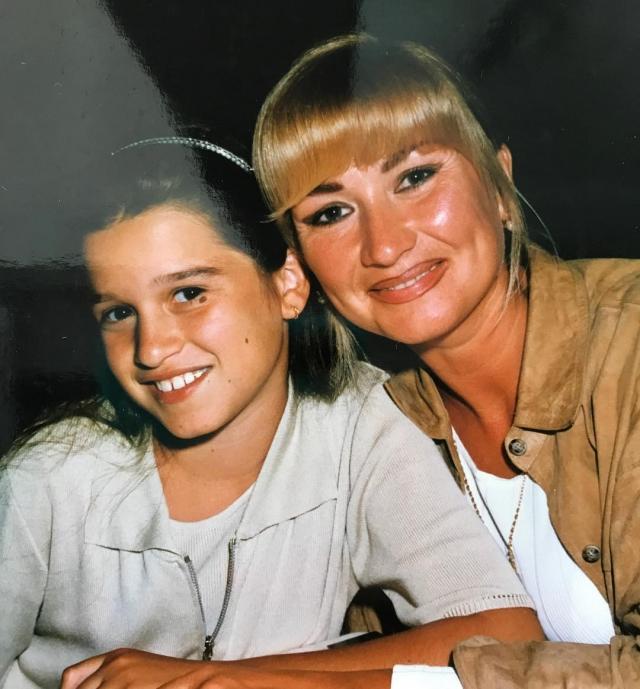 Кадр из детства: Ксения Бородина показала маму в молодости и себя-подростка (ФОТО) - фото №1