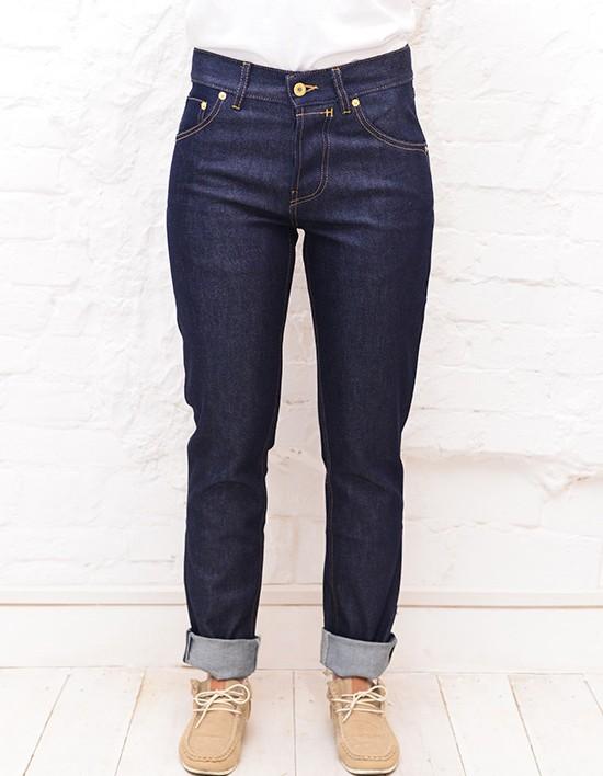 Сезон скидок: где купить модные джинсы