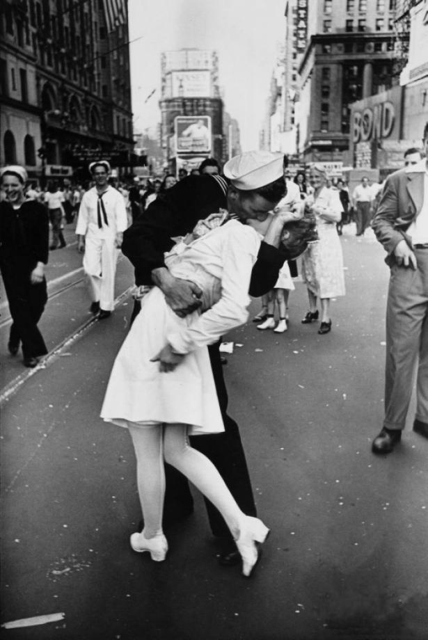 поцелуй в нью-йорке 1945