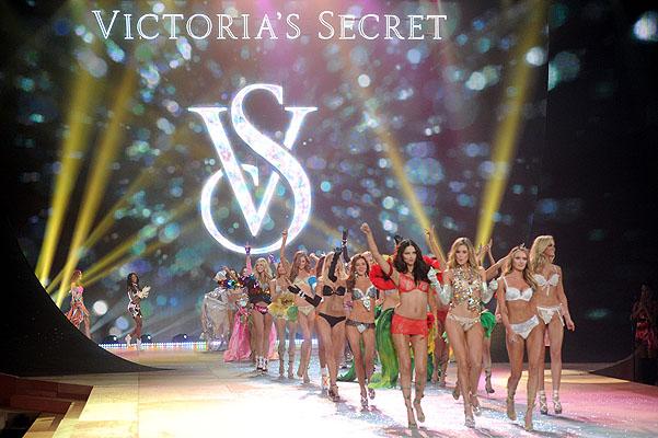 Состоялось модное шоу Victoria`s Secret 2012 - фото №19
