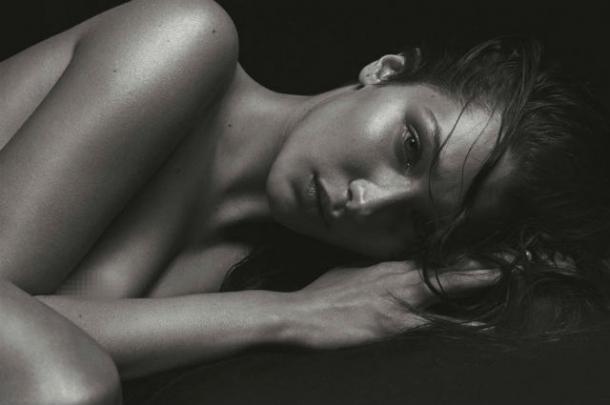 Один в один: Белла Хадид повторила откровенную фотосессию Кейт Мосс (ФОТО) - фото №1