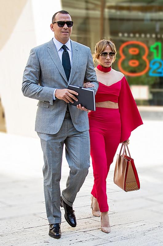 Влюбленные Дженнифер Лопес и Алекс Родригес вышли в свет в стильных образах (ФОТО) - фото №1
