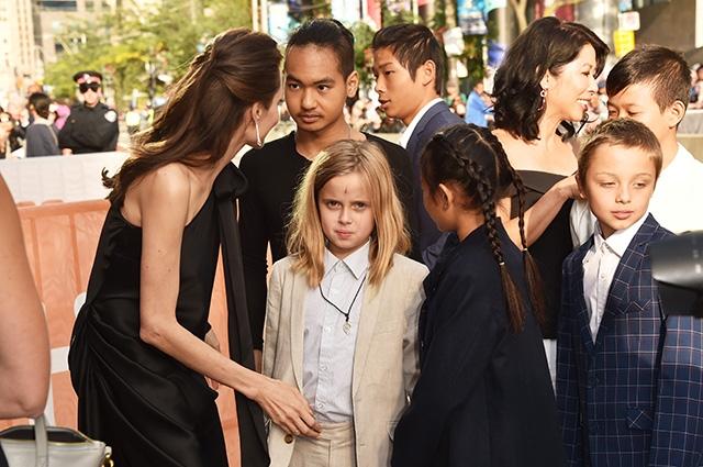 16-летний приемный сын Анджелины Джоли дал первое интервью: Моя мама — чудо - фото №1