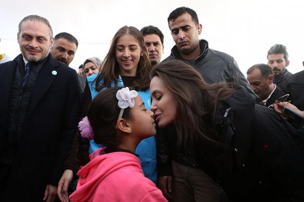 Анджелина Джоли в лагере сирийских беженцев