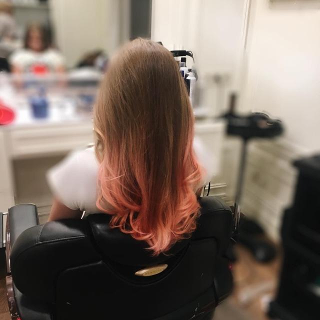 Эксперимент подростка: 11-летняя дочь Ольги Фреймут перекрасила волосы в розовый цвет (ФОТО) - фото №1