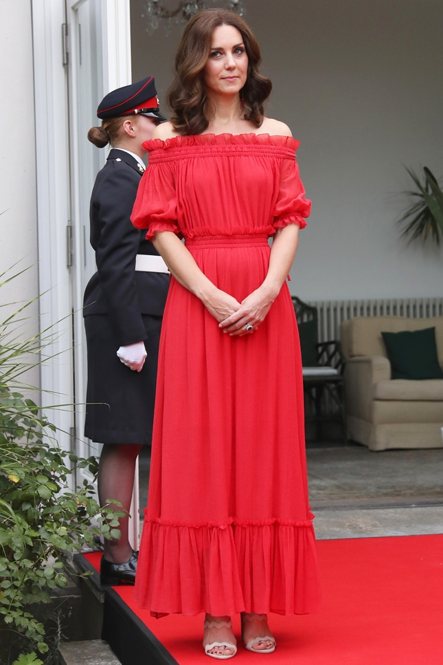 кейт миддлтон красное платье эмодзи фото