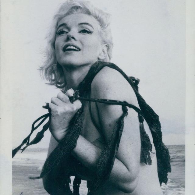 Последняя фотосессия: в Сети впервые опубликованы ФОТО Мэрилин Монро за 2 недели до смерти - фото №2