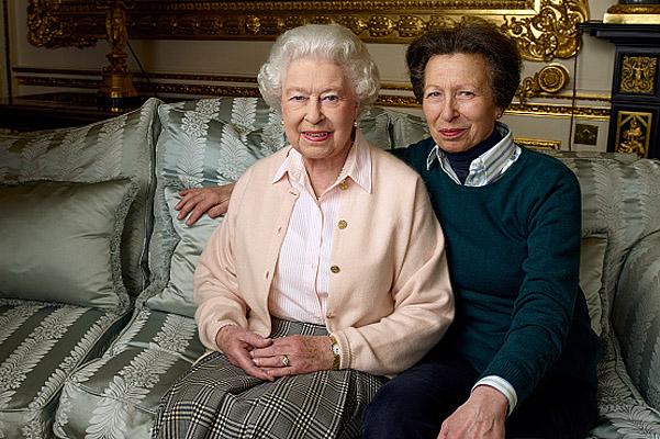 королева Елизавета с дочкой