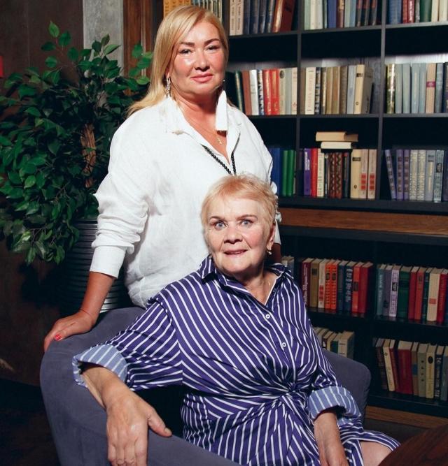 Ксения Бородина показала 2 поколения женщин в своей семье (ФОТО) - фото №1