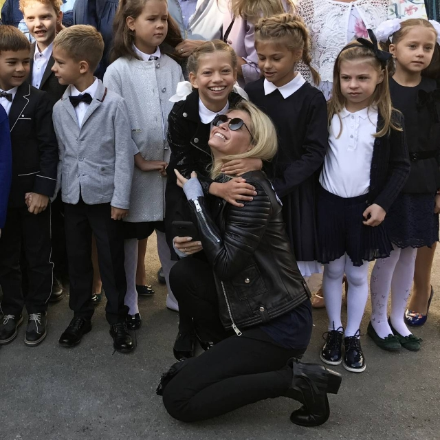 Школьные будни: Вера Брежнева растрогала соцсети ФОТО с младшей дочкой - фото №1