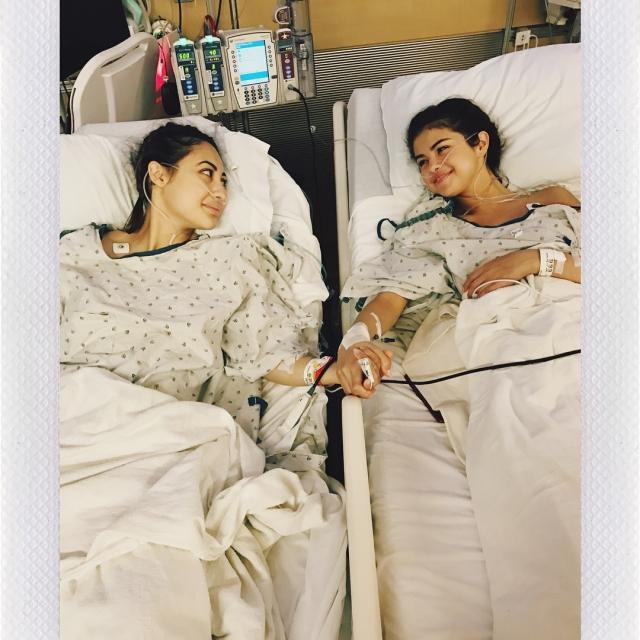 Селене Гомес пересадили почку ее подруги: очень личные ФОТО звезды из больницы - фото №1