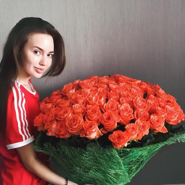 Тарасов задаривает Анастасию Костенко букетами, чтобы загладить неприятные слухи о себе (ФОТО) - фото №1