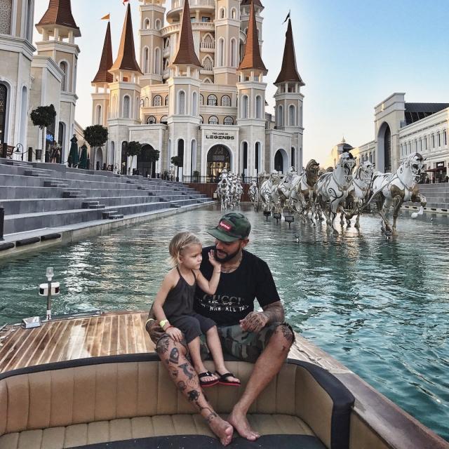 """Рэпер Тимати заявил, что уходит со сцены: """"Хочется не пропустить детство своей дочки"""" - фото №2"""