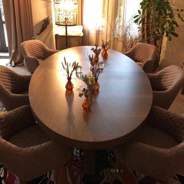 Уют в деталях: Ксения Собчак похвасталась новыми стульями в доме (ФОТО) - фото №1