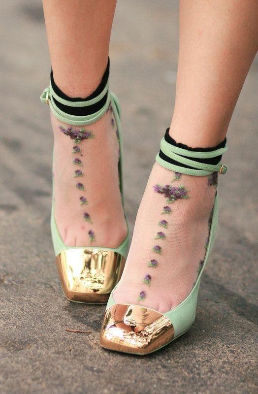 Очень нежно: как носить и сочетать прозрачные носки с узором - фото №6