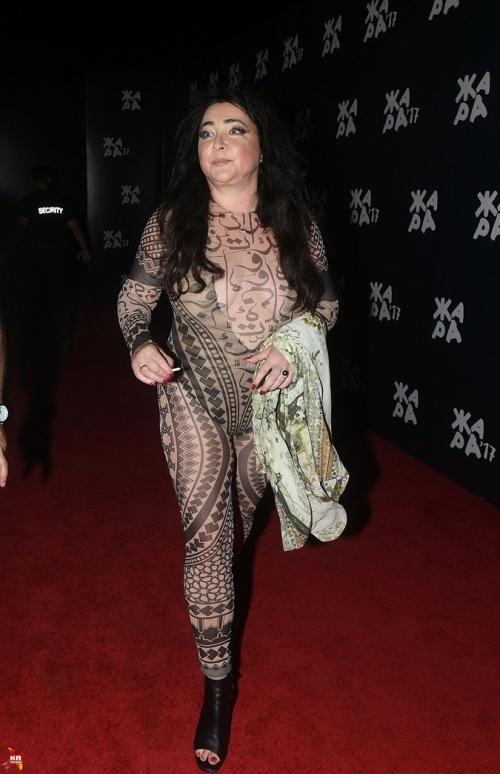 """Муж Лолиты — о ее трэш-наряде, вызвавшем ажиотаж в Сети: """"Как я могу запретить носить вещи, которые ей нравятся?"""" - фото №1"""