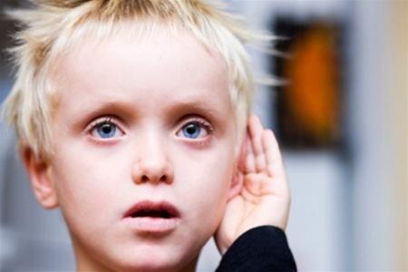 Как ребенок с аутизмом видит мир? - фото №1