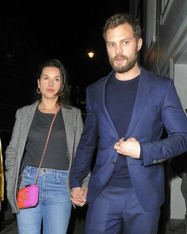 Джейми Дорнан с супругой Амалией