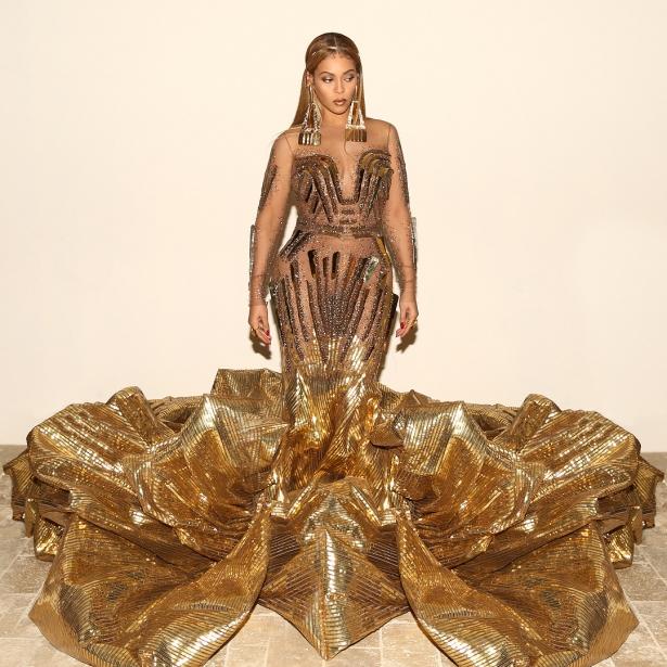 бейонсе в золотом платье