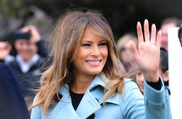 мелания трамп в голубом пальто фото
