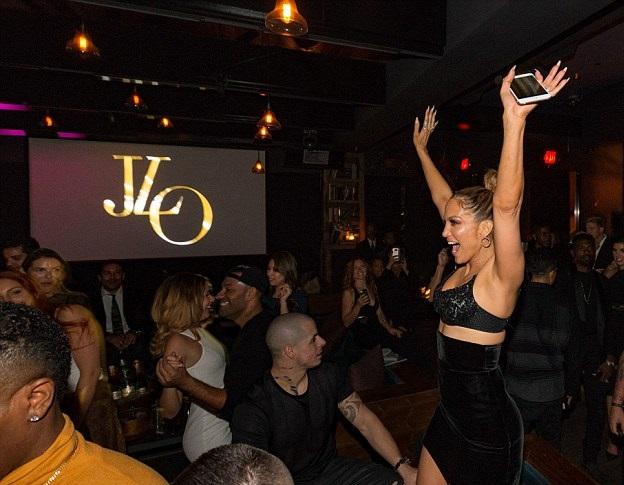 American Music Awards 2015: Дженнифер Лопез сменила 10 образов за вечер