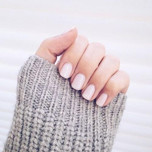 12 модных оттенков лака для ногтей, которые стоит попробовать этой осенью - фото №10